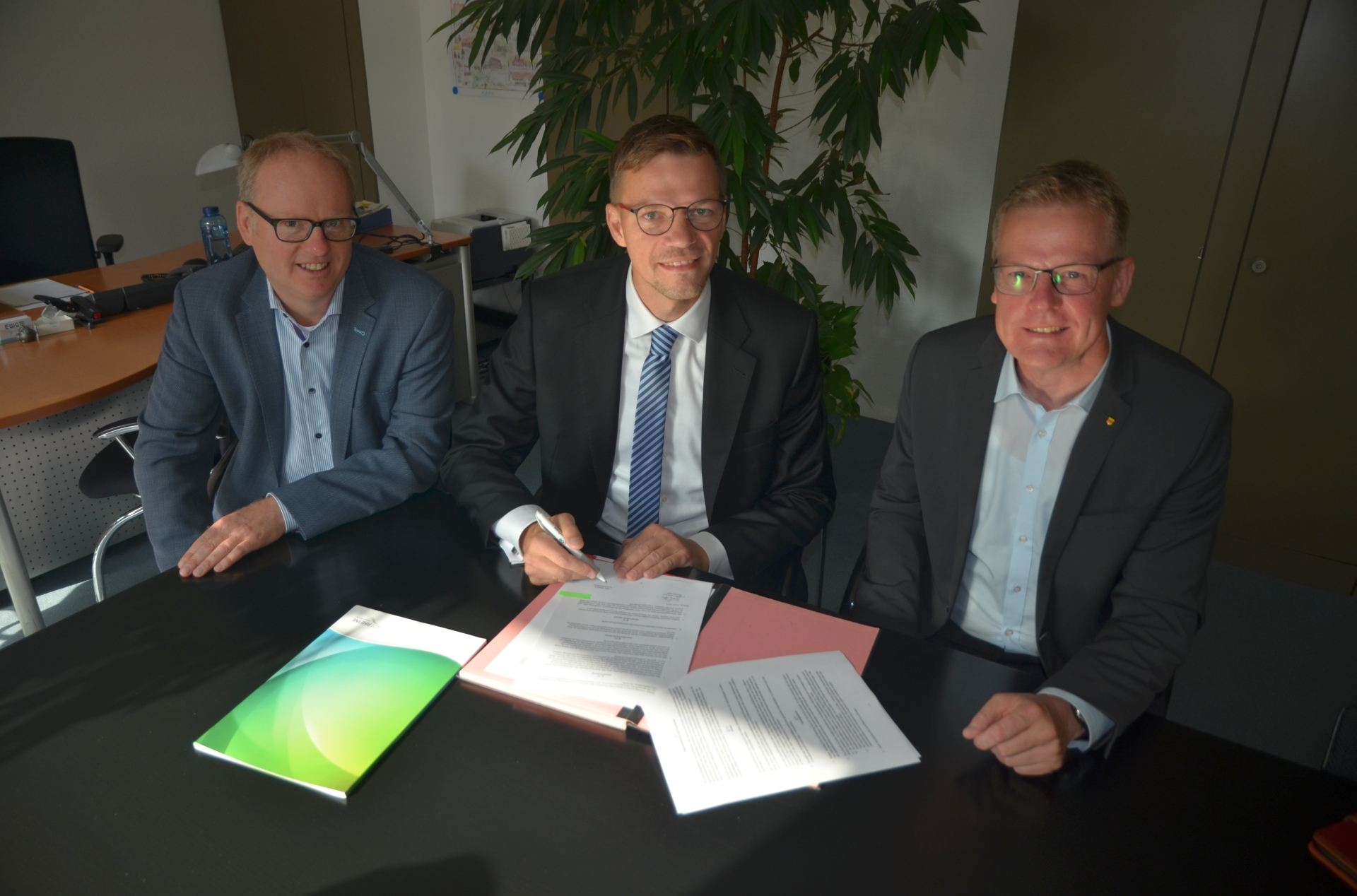 EWG Rheine, Ingo Niehaus Geschäftsführer, Vertragsunterzeichnung, Rathaus Rheine, Bürgermeister